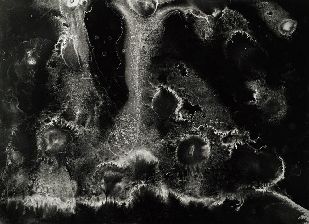 paysage surréaliste noir